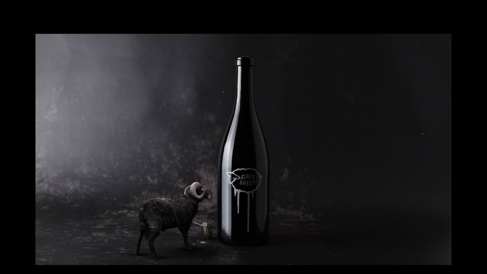 Abbildung einer Mockupgrafik zur Weinflaschenetikette Black Sheep